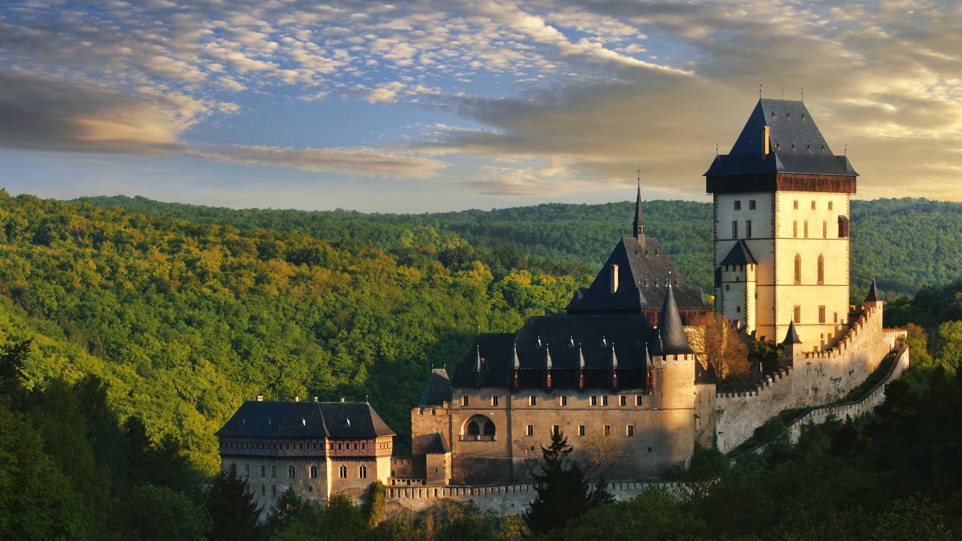 Backstage – Karlovy hrady (os castelos de Carlos)